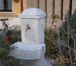 fontana-in-pietra-locale-arredo-urbano