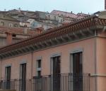 particolare-cornicione-e-tetto-in-pietra-locale-palazzo-caggiano-avigliano-pz