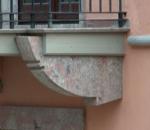 vista-imbotti-di-balconi-in-pietra-locale-palazzo-caggiano-avigliano-pz