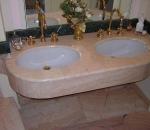 rivestimento-bagno-in-rosa-portogallo-particolare-il-rivestimento-top-del-lavabo